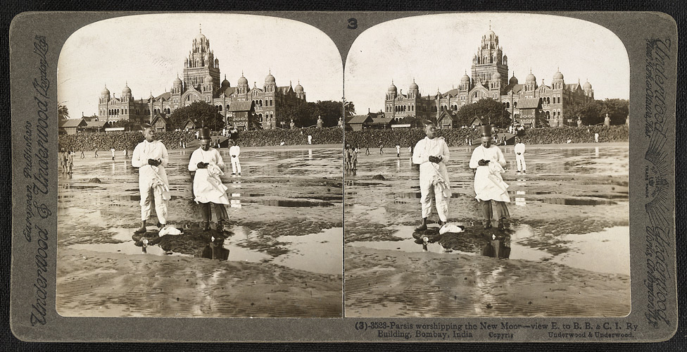 Parsis worshipping the new moon at Bombay (Churchgate Station behind), stereoscopic photograph taken by James Ricalton in c. 1903
